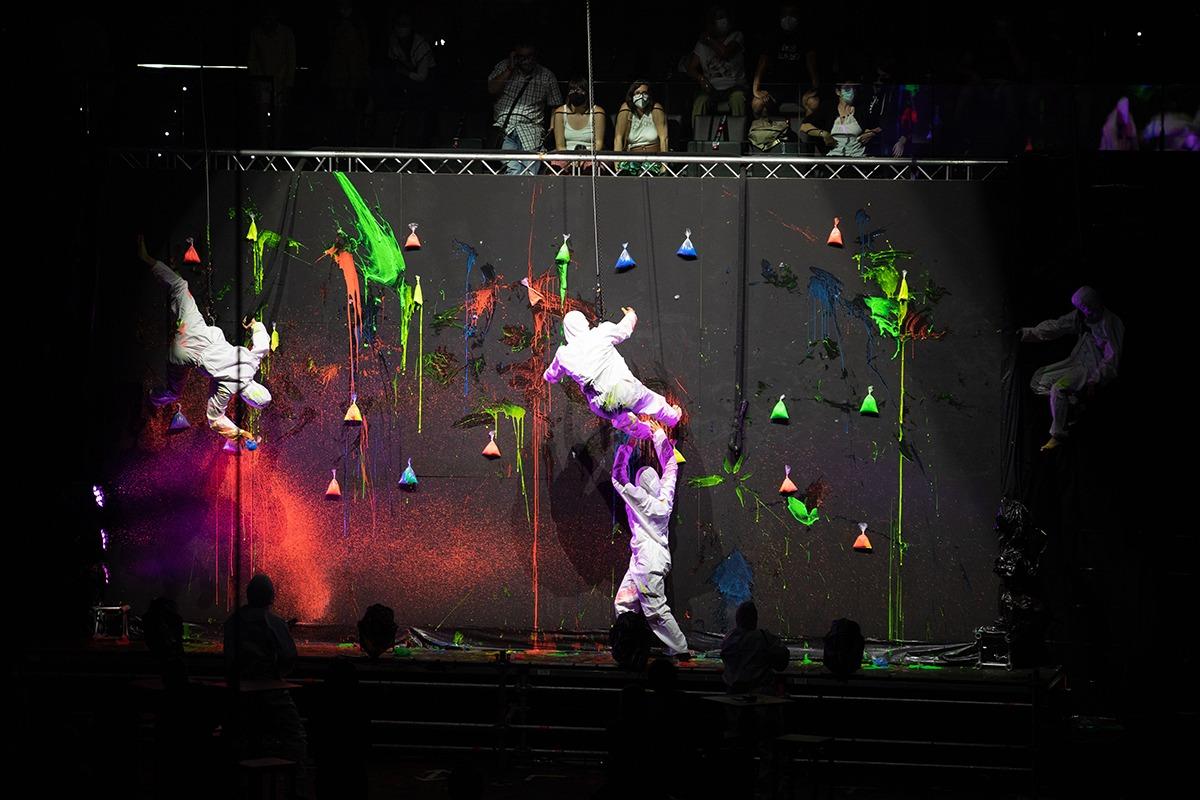 La Fura del Baus estrenó un espectáculo para la ocasión.