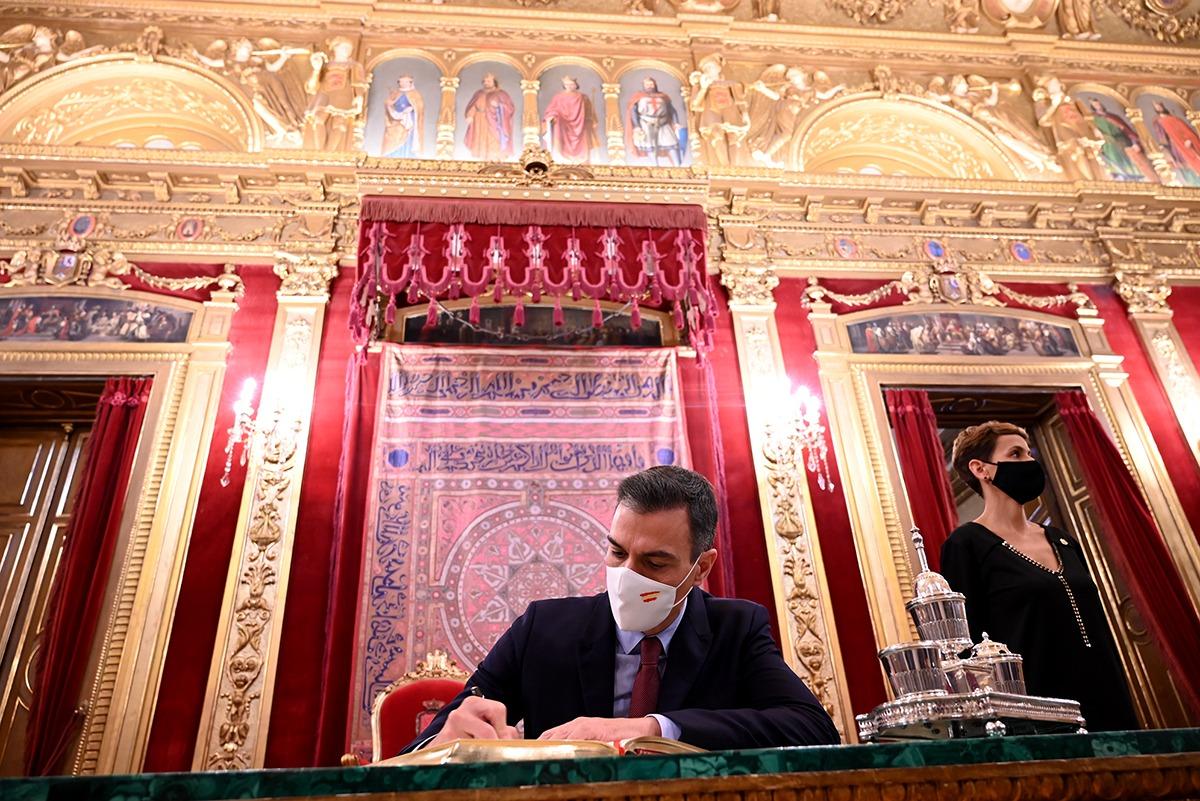 La visita del presidente de España al palacio fue muy breve debido al retraso en su llegada.