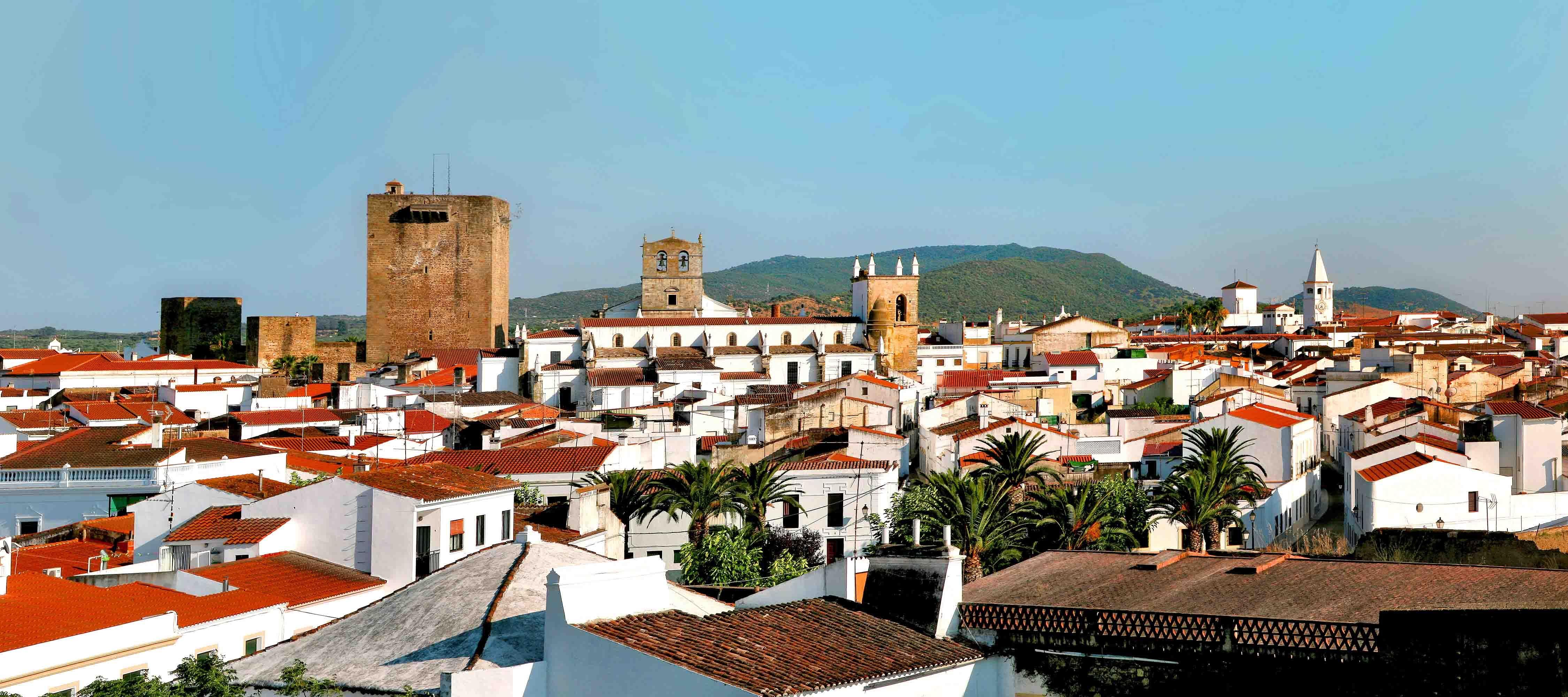 De estilo claramente portugués están la Iglesia de Santa María Magdalena, la Capilla del Hospital y la Santa Casa de la Misericordia, todos ellos edificios con ricos azulejados.