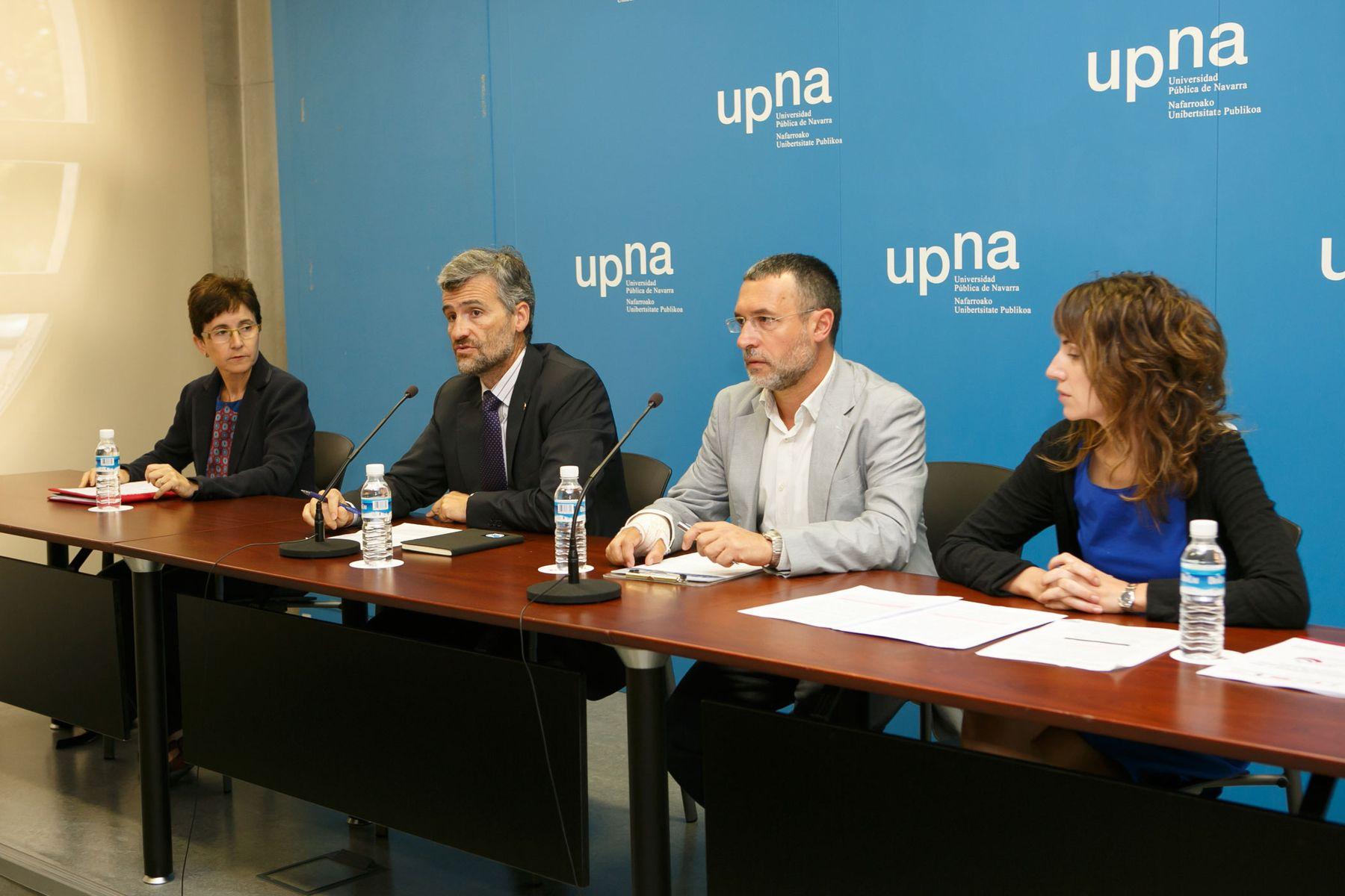 De izquierda a derecha, Sagrario Anaut, Alfonso Carlosena, Miguel Laparra y Nerea Zugasti, durante la rueda de prensa en la que se ha presentado el informe.