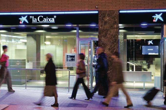 Caixabank supera los 3.000 millones de euros en fondos de inversión en Navarra