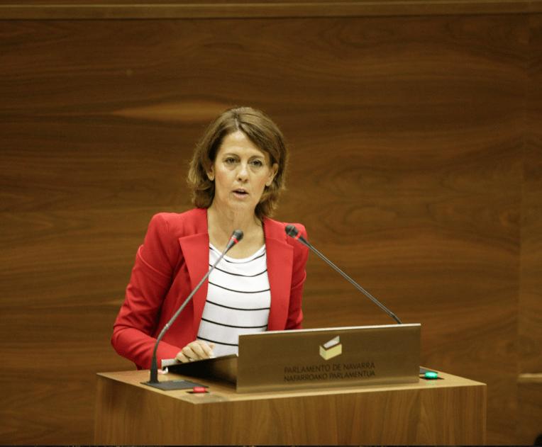 Yolanda Barcina durante una comparecencia en el Parlamento de Navarra