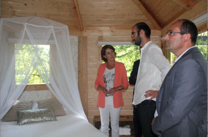 Inaugurado en el robledal de Amati (Ultzama) el primer complejo con cabañas en árboles de Navarra