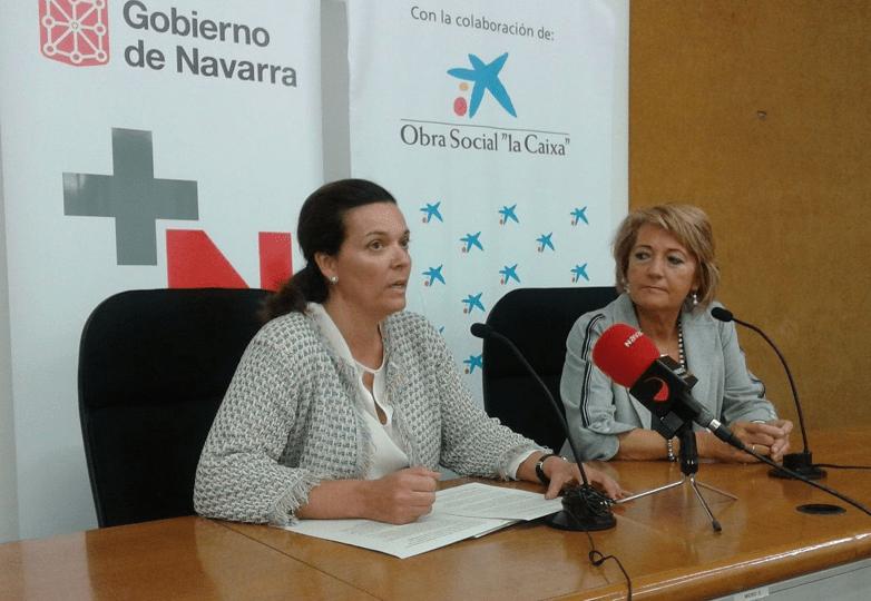 """Asun Elizalde, presidenta de la Asociación Voluntariado del Hospital de Navarra; y Ana Díez Fontana, directora territorial de """"la Caixa"""""""