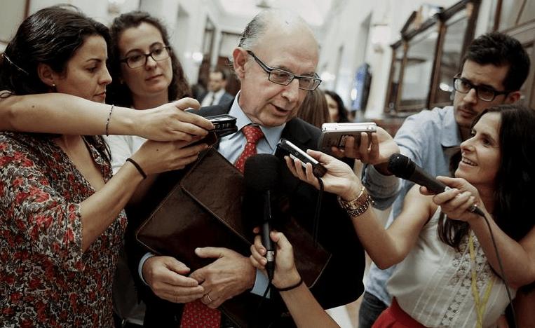 Cristóbal Montoro, en los pasillos del Congreso