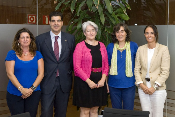 Marta Álvarez, Luis Casado, Lourdes Goicoechea, Amaya Campión y Cristina Muñoz.