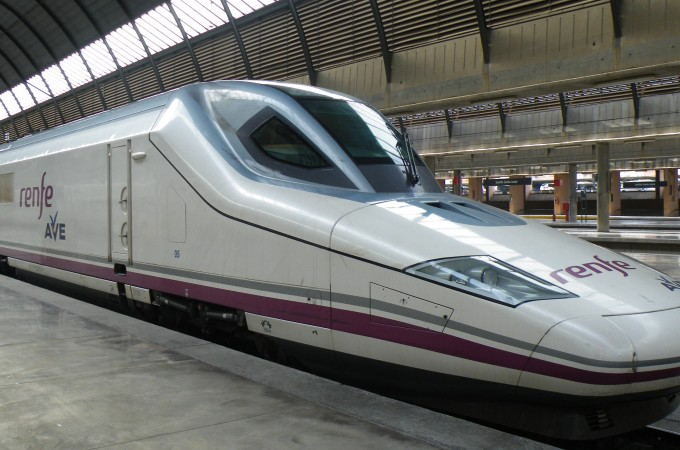 Una tesis de la UPNA investiga cómo suministrar energía eléctrica auxiliar en trenes