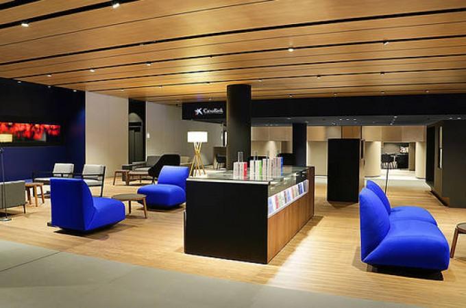 Caixabank estrena en pamplona nuevo modelo de oficina for Oficina 2100 caixabank
