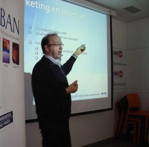 Fernando Garcia Iglesias durante una conferencia