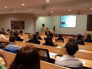 González Pastor durante la conferencia impartida ayer en la sede de ESIC Navarra.