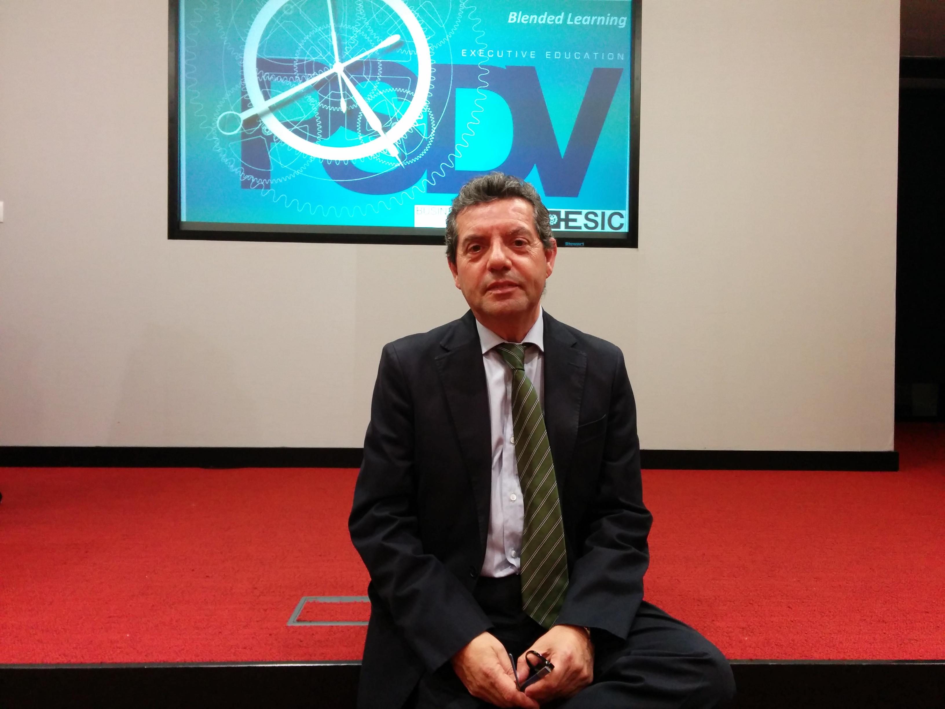 Doroteo González Pastor minutos antes de impartir la conferencia.