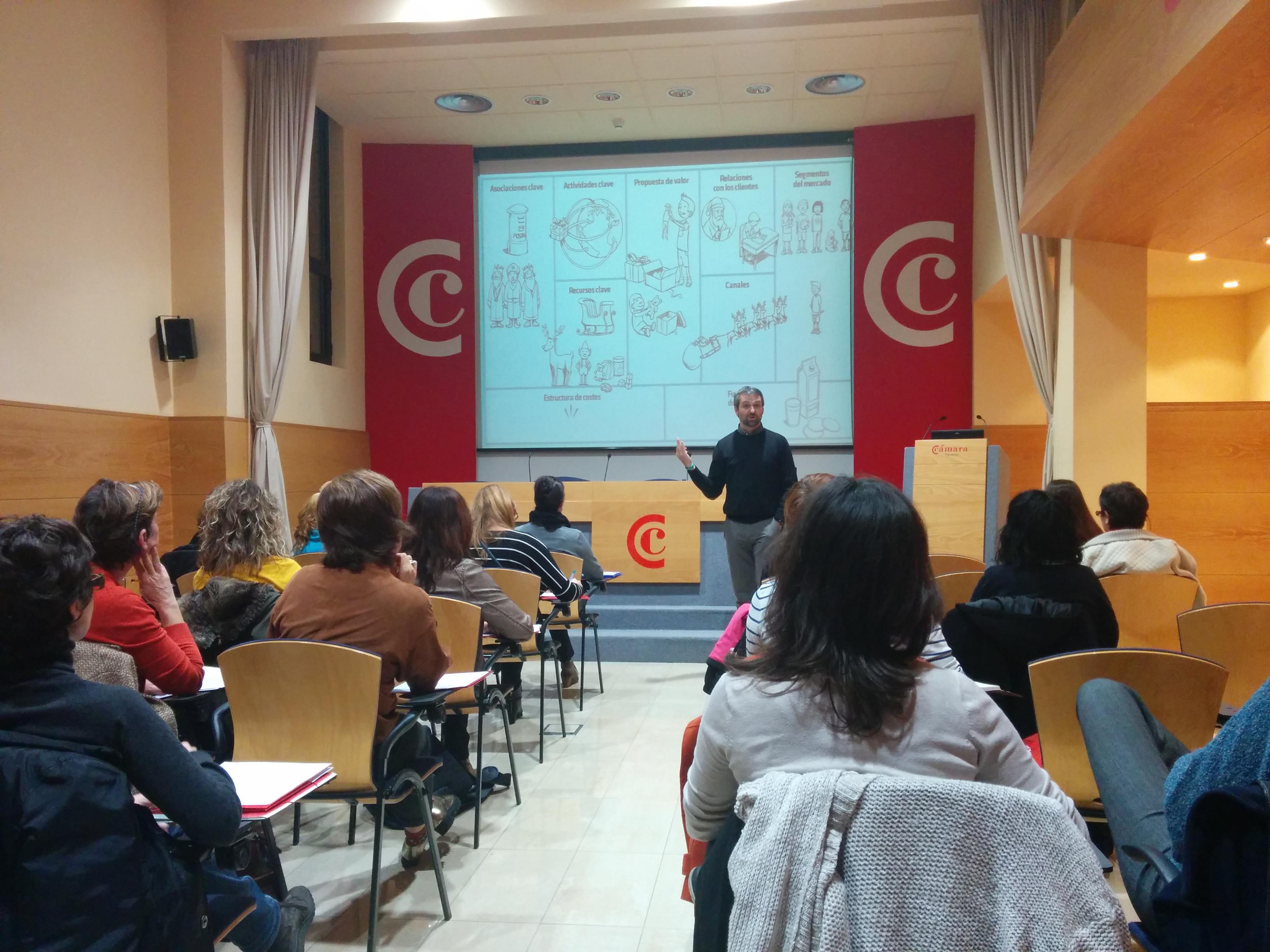 Imagen de la jornada sobre emprendimiento en la sede de la Cámara Navarra de Comercio.