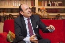 Joaquín Villanueva, presidente del Círculo de Navarra en Madrid, durante la entrevista (FOTOS: Víctor Rodrígo).