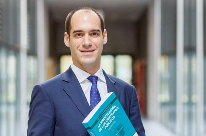 Una tesis doctoral analiza los sobrecostes de los contratos públicos
