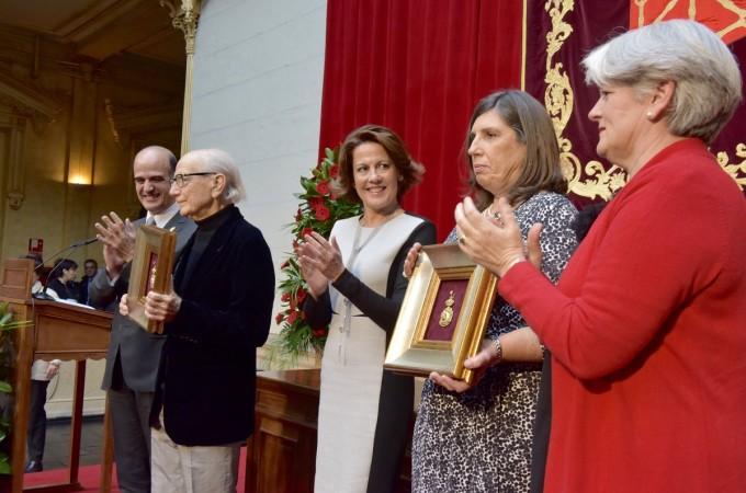 Los herederos de Félix Huarte y Miguel Javier Urmeneta recogen la Medalla de Oro de Navarra