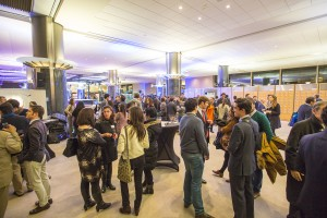 Numerosos asistentes ayer en la inauguración de la exposición de Carlos Ciriza.