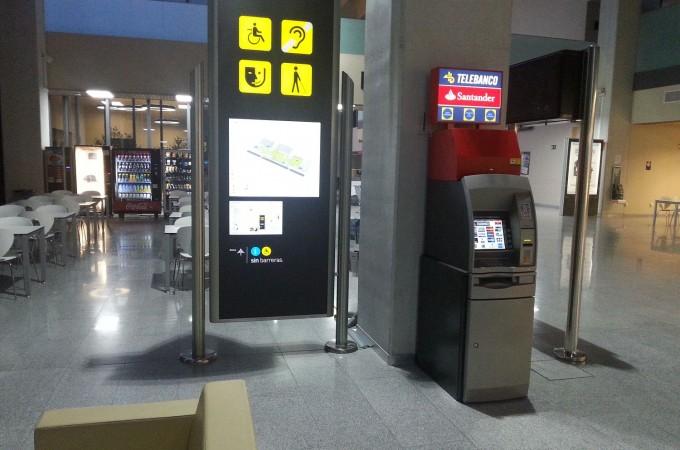 El Aeropuerto de Pamplona añade a sus servicios la instalación de un cajero automático