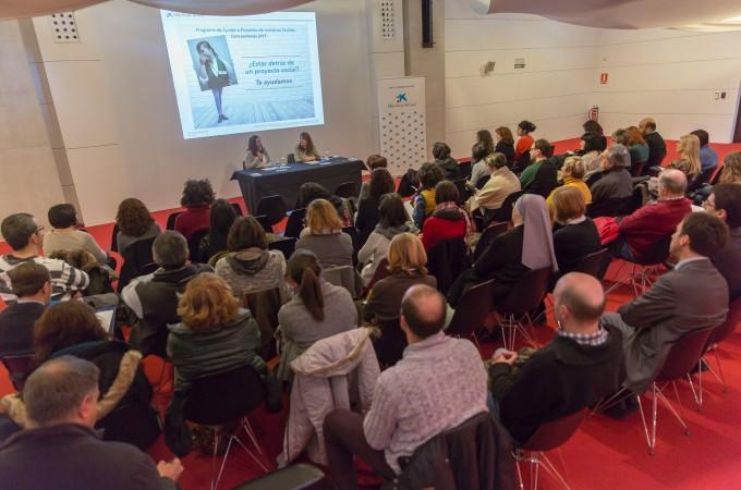 """La Obra Social """"la Caixa"""" presenta a entidades navarras su convocatoria de ayudas 2015 a proyectos de iniciativa social"""