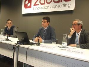Los ponentes, de izq. a dcha. Fernando Pérez, Erik Zabala y Mikel Berraondo
