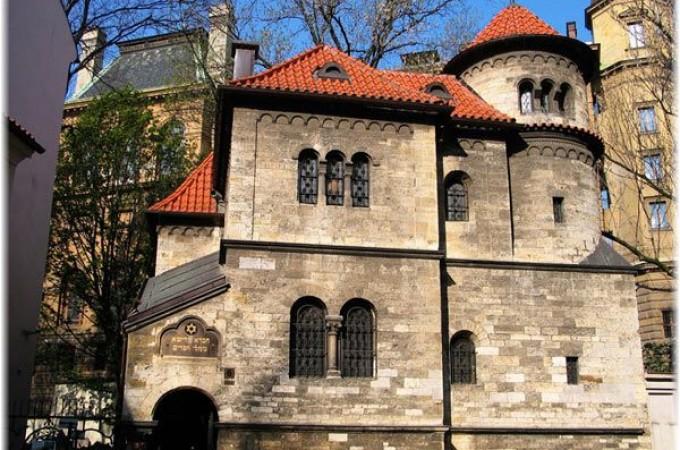 Una máquina de Azkoyen sirve café en una sinagoga de Praga