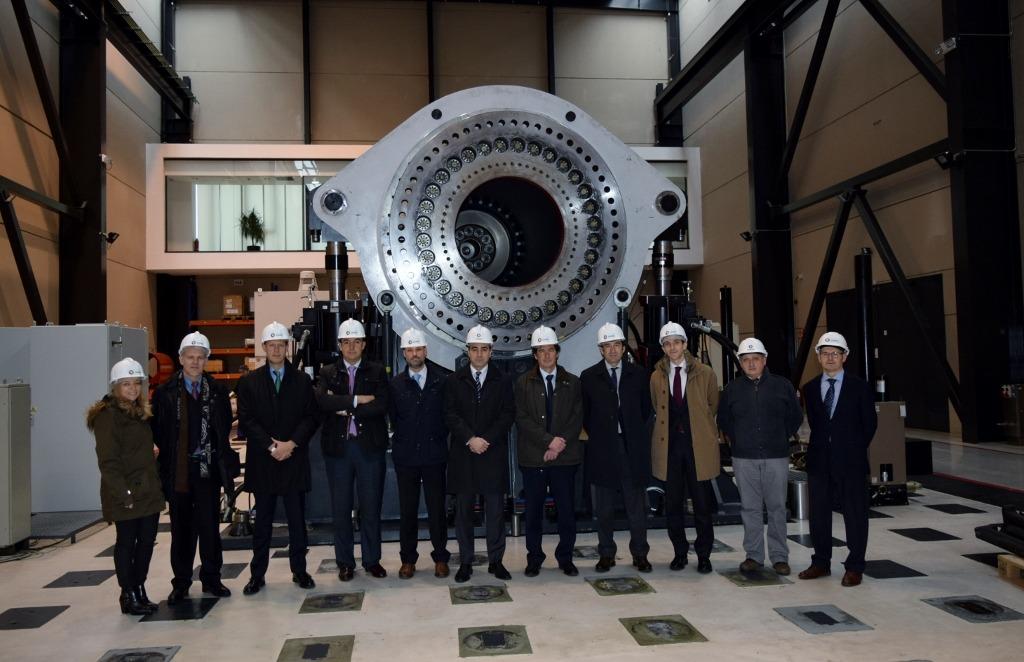 Delegación que visitó el Laboratorio de Ensayo de Aerogeneradores de Sangüesa