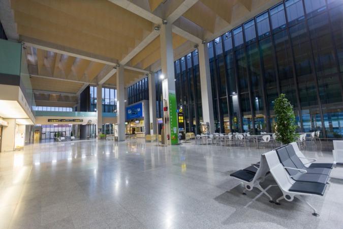 Interior del Aeropuerto de Pamplona.