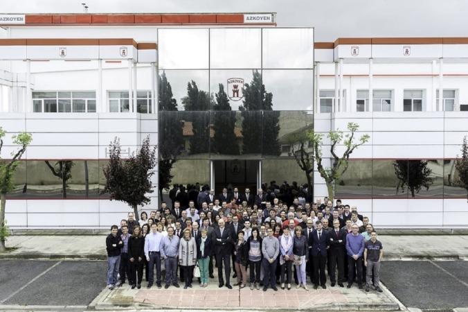 foto empleados 70 aniversario mayo 15x12 -d (2)