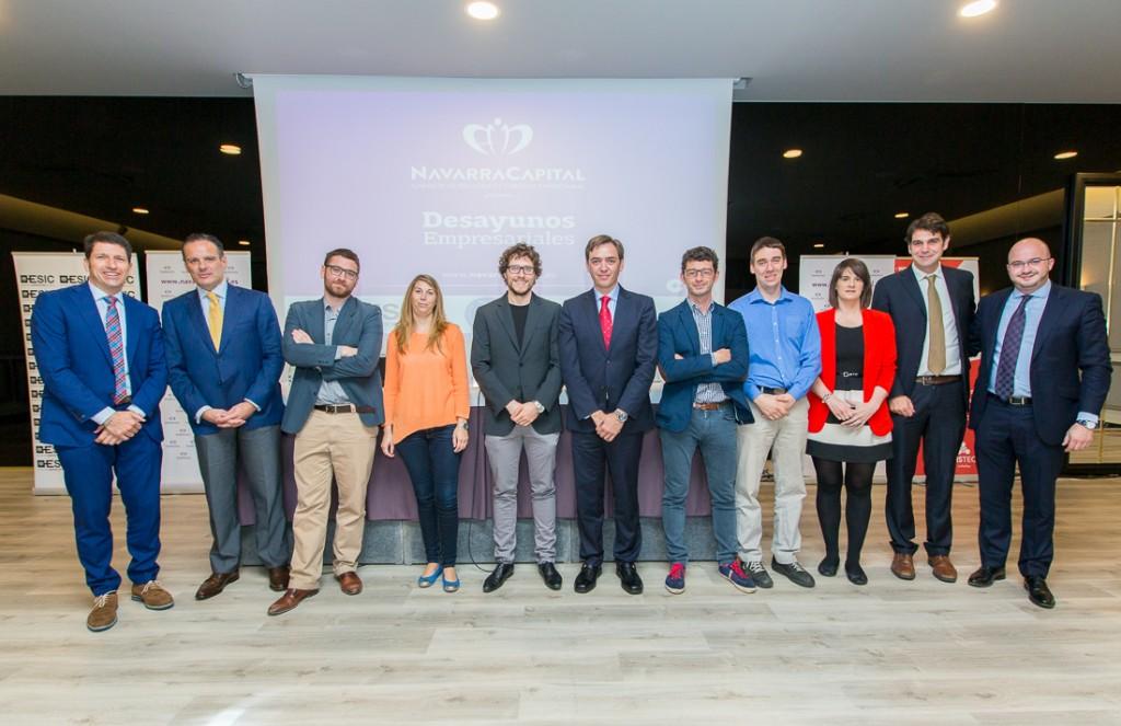 Foto de familia de representantes de AJE Navarra