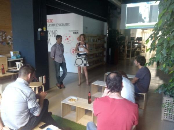 Elena Zabalza, ANEL, en el encuentro en el  FabLab Coworking