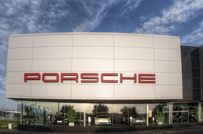La empresa Manzanos Enterprises compra el centro Porsche Pamplona