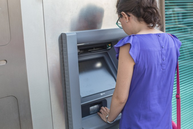 Al menos 3.400 municipios en España no tienen ni un cajero automático.
