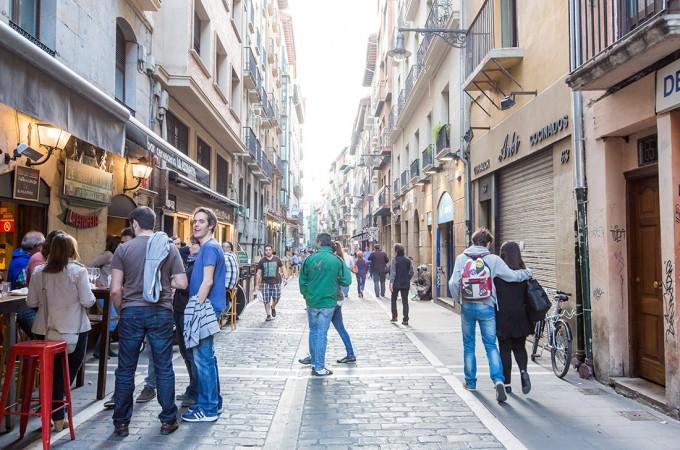 Pamplona suspende por un año la concesión de licencias para hostelería y comercio en el Casco Antiguo