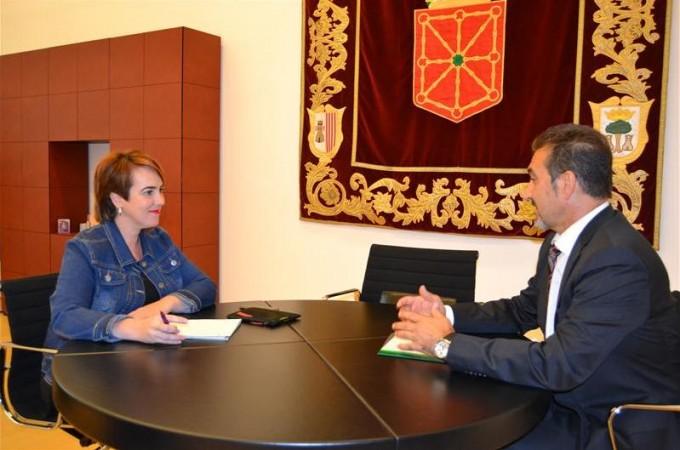 Reunión de trabajo en el Parlamento de Navarra