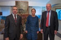 Iñigo Urkullu, Uxue Barkos y Alain Rousset, representantes de la Eurorregión Aquitania-Euskadi-Navarra.