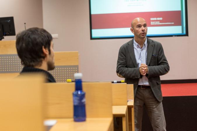 Imagen de Nacho Gallardo, durante una de sus ponencias en ESIC-Club de Marketing de Navarra.