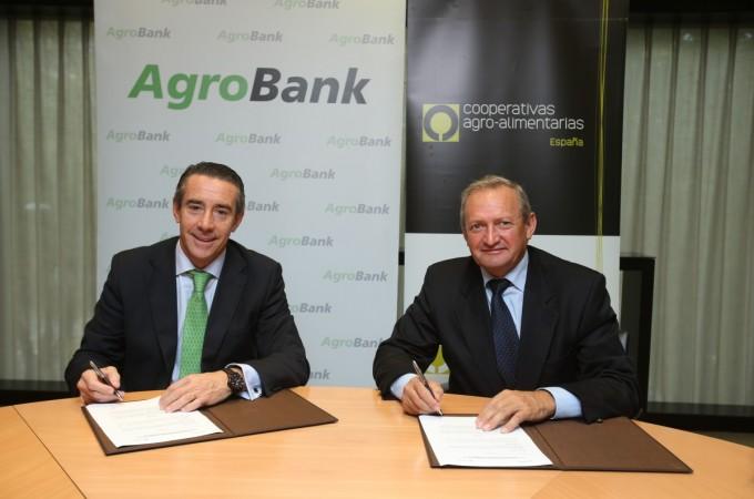 CaixaBank y Cooperativas Agro-alimentariasfirman un convenio para impulsarla financiación del sector