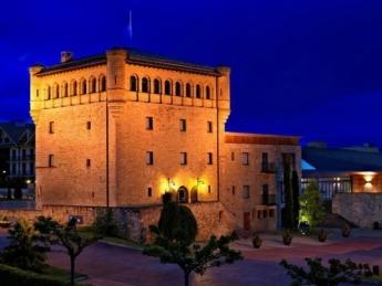 El Hotel Castillo de Gorraiz, es un exquisito Hotel Boutique de cuatro estrellas donde comer y relajarse.