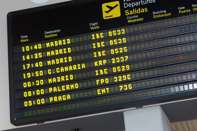 Imagen de las pantallas de embarque del Aeropuerto de Pamplona.