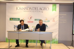 Pedro Barato, presidente de ASAJA, y Felix Bariain durante la apertura de la jornada