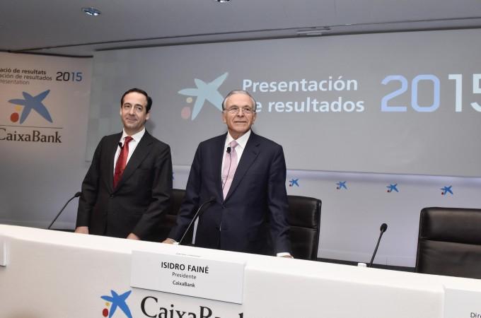 Caixabank obtiene un beneficio de 814 millones de euros en 2015, un 31,4% más que en el ejercicio anterior