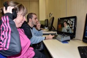 María e Ilde hablan con Maitane por Skype