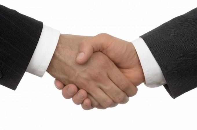 El sector de seguros defiende su atención personalizada frente a la venta on-line