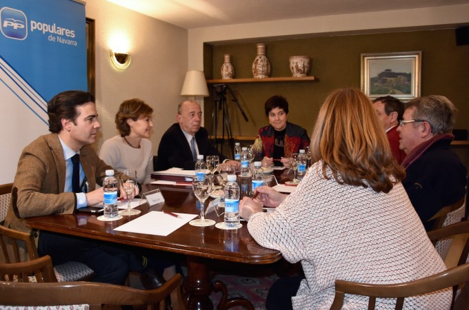 La ministra de agricultura visita Navarra para tranquilizar a los regantes