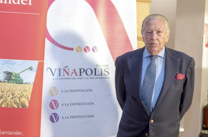 Julio Ayesa, el gran 'Relaciones Públicas' navarro, reconocido con la Cruz de Carlos III