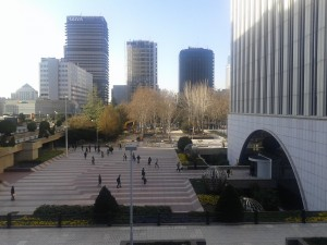 plaza central zona Azca.