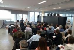 Imagen de una reunión para informar de los distintos programas de ayuda europeos.