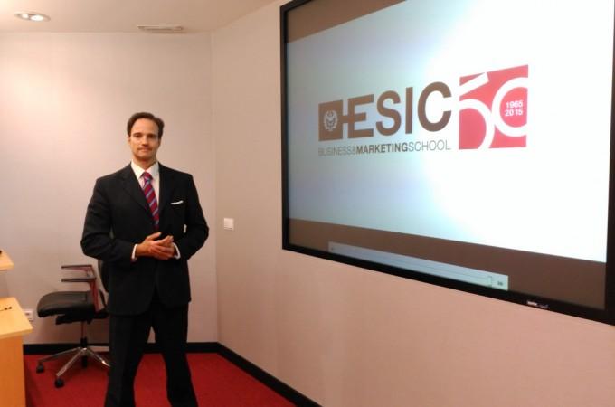 """Gerardo Mochales aboga por una comunicación """"flexible, útil y global"""" para la empresa"""