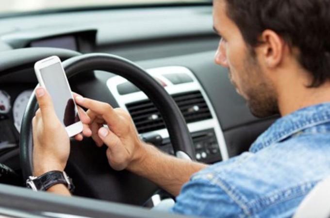 Toyota ayuda a reducir el uso del móvil al volante en Japón