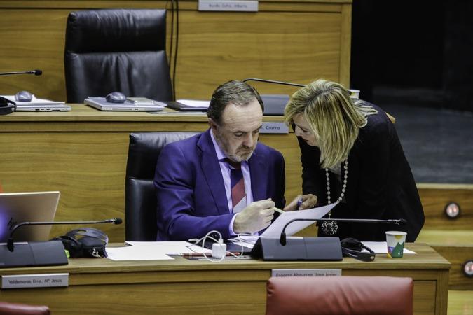 El presidente de UPN, en la imagen junto a Cristina Ibarrola, hace un llamamiento a la unidad para hacer frente a la pandemia.