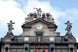 Reloj de la fachada del ayuntamiento de Pamplona
